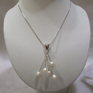 pearl pendant
