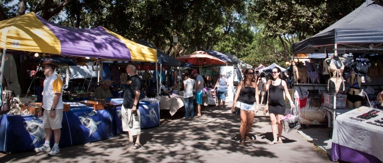 Shopers at Mindil beach Sunset Markets Darwin NT