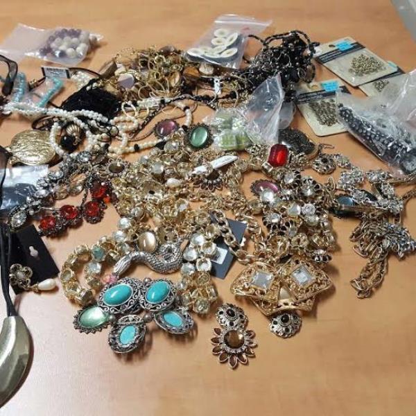 DJbeadsFindings - Make Your Own Jewellery